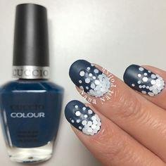 Matte glitter placement mani by @nananailpolish
