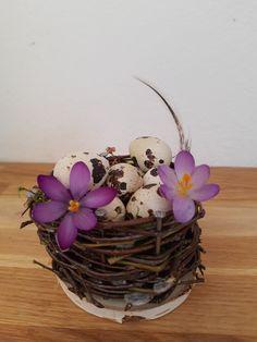 Kleines Osternestchen Grapevine Wreath, Wicker Baskets, Grape Vines, Wreaths, Home Decor, Easter Bunny, Kids, Decoration Home, Door Wreaths