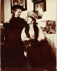 Olga Nikolaevna and Empress Alexandra Feodorovna, 1907 #russian #grandduchess #olga #romanov #with #her #mother #the #empress #beautiful #girl #a #russianbeauty #gorgeous #picture #of #them #in #1907 #imperial #russia #history #russianroyalty