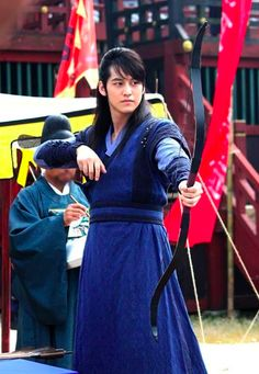 Kim Bum (Kim Tae Do) in Jung yi, Goddess of Fire when he's in a contest.