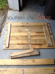1. Find pallet 2. Sand pallet 3. Stain pallet (optional) 4. Stencil 5. Paint 6. Hang Southern Chic Love: diy pallet sign