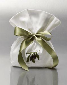 ΜΠΟΜΠΟΝΙΕΡΕΣ ΓΑΜΟΥ ΠΟΥΓΚΙ - Είδη γάμου & βάπτισης, μπομπονιέρες γάμου | Tresjoliebyfransis Fabric Gift Bags, Wedding Favors, Gift Wrapping, Home Decor, Wedding Keepsakes, Gift Wrapping Paper, Decoration Home, Room Decor, Wrapping Gifts