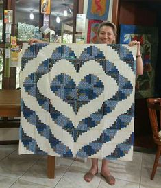 In aquas or poppy girl colors Édredons Cabin Log, Log Cabin Quilts, Lap Quilts, Strip Quilts, Panel Quilts, Log Cabins, Heart Quilt Pattern, Log Cabin Quilt Pattern, Quilt Block Patterns
