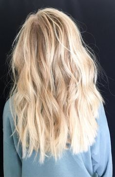 Bright blonde baby lights and balayage #blondehairstyles