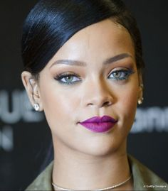 Inspiração: Maquiagens para arrasar de batom roxo