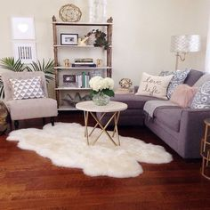 47 Modern Small Living Room Decor Ideas For Your Apartment. Modern Small Living Room Decor Ideas For Your Apartment small apartment ideas Small Apartment Living, Cozy Apartment, Small Living Rooms, Cozy Living, Studio Apartment, Apartment Interior, Modern Living, Apartment Design, Simple Living