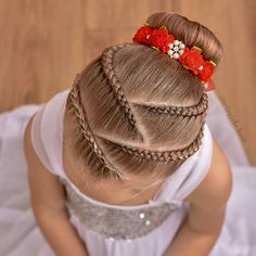 Remember the pink ballet style with lace braids ? Well this is the blonde version ! ❤️❤️❤️ Bunwrap from Cute Little Girl Hairstyles, Baby Girl Hairstyles, Kids Braided Hairstyles, Box Braids Hairstyles, Prom Hairstyles, 1940s Hairstyles, School Hairstyles, Updo Hairstyle, Latest Hairstyles