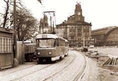 Dovedete si představit, kudy všude kdysi jezdila vPraze tramvaj a jaké kuriozity se vtramvajové dopravě za sto čtyřicet let objevily? Pokud ne, jste na správné adrese. Některé snímky i skutečnosti, jsou nejen zajímavé, ale také úsměvné. Víc prozrazovat ... Old Pictures, Old Photos, Prague Photos, History Photos, Bratislava, Czech Republic, Time Travel, Techno, Country