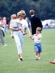 size: Photographic Print: Princess of Wales with Prince Harry and Prince William at a polo match at Windsor : Artists Princess Diana Family, Princes Diana, Princess Kate, Diana Son, Lady Diana Spencer, Summer Family Pictures, Family Photos, Diana Williams, Polo Match