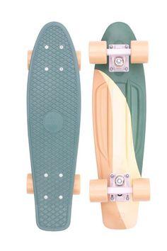 Skateboard Deck Art, Penny Skateboard, Skateboard Design, Skateboard Girl, Skateboard Photos, Complete Skateboards, Cool Skateboards, Longboard Design, Skater Girls