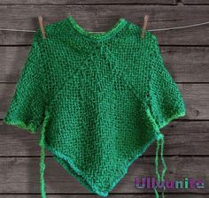 This apple green toddler hippie poncho is very cozy and warm. Also comfortable for those who are about to start walking or are already running around the