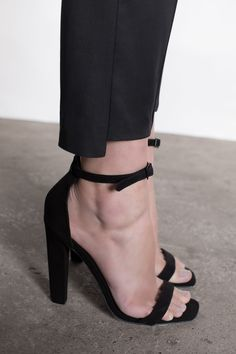 Love these heels. #black