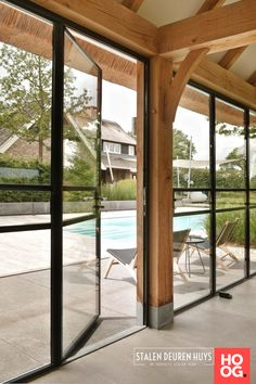 Slender steel folding doors in the exclusive pool house – Alto ■ Exclusive lounge and … Backyard Studio, Modern Backyard, Home Room Design, House Design, Exterior Design, Interior And Exterior, Enclosed Gazebo, Wood Shop Projects, Privacy Screen Outdoor