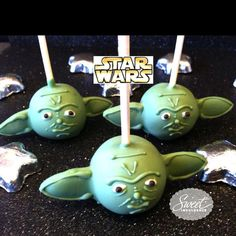 Yoda cake pops...I bet I know a few people who will go crazy over these