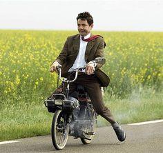 Rowan Atkinson in Mr. Mr Bean Cartoon, Mr. Bean, Mr Bean Funny, Goku Wallpaper, Blackadder, Friends Poster, Supernatural Jensen, Single Humor, Classic Comedies