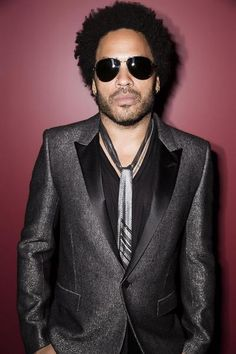 Daring, rock & roll and sexy. That's the best to describe the style of Lenny Kravitz. One of my all time celebrity crushes. He is not afraid to try something new and show his more feminine side. Leather, metallics, jeans and lots of jewelry are the basis of his looks. On the red carpet as […]