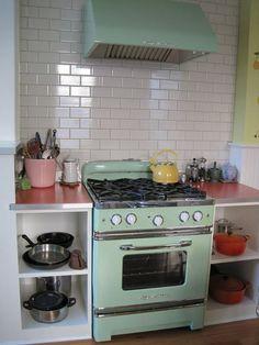 New kitchen appliances vintage big chill Ideas Kitchen Desk Organization, Kitchen Desks, Kitchen Stove, Home Decor Kitchen, New Kitchen, Vintage Kitchen, Stove Oven, Space Kitchen, Studio Kitchen