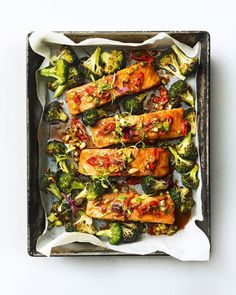 This healthy supper is full of fresh flavours and ticks the simple-to-make box. Give our low-calorie salmon and broccoli traybake a try for dinner. Baked Salmon Fillet Recipe, Baked Salmon Recipes, Salmon Fillets, Fish Recipes, Seafood Recipes, Recipies, Cooking Salmon Fillet, Tray Bake Recipes, Cooking Recipes