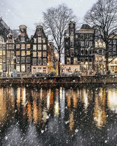 Ok Amsterdam, now you're just showing off @een_wasbeer via @beautifuldestinations