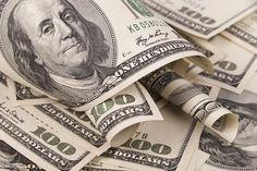 تعرف على أسعار العملات فى البنك الأهلى اليوم -     بلغ سعر صرف الدولار بالبنك 17.63 للشراء 17.73 جنيه للبيع فى حين بلغ سعر صرف اليورو 21.13 جنيه للشراء و21.31 جنيه للبيع. وقال البنك على موقعه الإلكترونى إن سعر صرف الجنيه الإسترلينى 23.79 جنيه للشراء 24.12 جنيه للبيع. وعلى صعيد العملات العربية بلغ سعر صرف الريال السعودى 4.69 جنيه للشراء 4.72 جنيه للبيع وبلغ سعر صرف الدرهم الإماراتى 4.79 جنيه للشراء و4.82 جنيه للبيع وبلغ سعر صرف الدينار الكويتى 58.51 جنيه للشراء و58.84 جنيه للبيع. -  المصدر…