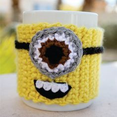 Despicable Me Minion -ish Coffee Mug Tea Cup Cozy - One - Eyed Minion Crochet Sleeve via Etsy Crochet Coffee Cozy, Coffee Cup Cozy, Crochet Cozy, Crochet Crafts, Yarn Crafts, Crochet Projects, Free Crochet, Crochet Gloves, Minion Crochet