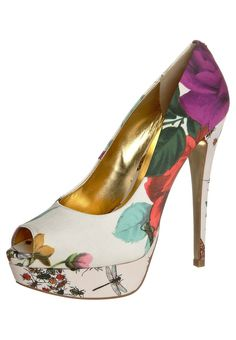 I'd being strutting around in these if only I was a few inches shorter!