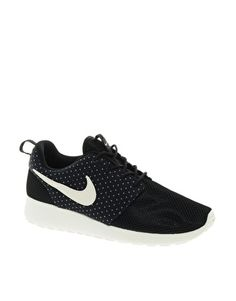 uk availability 20d86 5e850 Nike Rosherun Black White Sneakers White Sneakers, Sneakers Nike, Nike Shoes,  Shoe