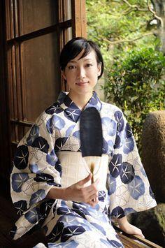morning glory Japanese Yukata, Japanese Wife, Japanese Costume, Japanese Outfits, Japanese Beauty, Japanese Fashion, Asian Beauty, Japanese Colors, Yukata Kimono
