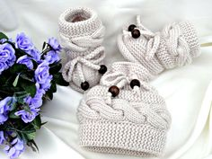 p a t t e r n knitting baby set baby shoes knitted baby hat pattern baby booties - PIPicStats Baby Knitting Patterns, Baby Girl Patterns, Baby Hats Knitting, Knitting For Kids, Knitting Projects, Knitted Hats, Crochet Hats, Knit Baby Booties, Baby Kind