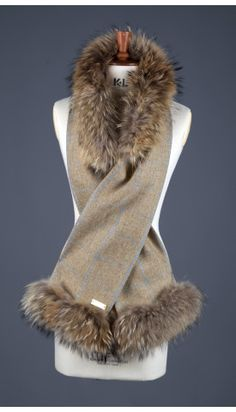 Holland-Cooper-Gold Label Tweed and Fur Scarf (Shortbread)-20