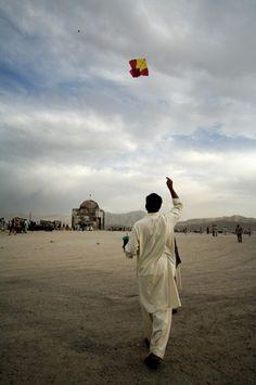 Kabul Kite, Afghanistan. Ansel Adams, People Around The World, Around The Worlds, Afghanistan Culture, Pakistan, Cultures Du Monde, Socialist State, The Kite Runner, Gilgit Baltistan
