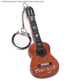 Porte-clef guitare sèche classique,strass fimo idée cadeau unisexe ,sur commande,personnalisée : Porte clés par mandy-dreams-creations
