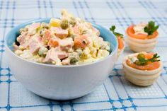Conocida fuera del país como ensalada o ensaladilla rusa, la 'olivié' es una ensalada de invierno muy popular que se elabora tradicionalmente en Rusia.