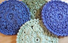 cluster rounds with crab stitch edge tuto-I bet these would make great coasters!