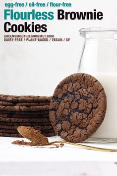 Flourless brownie cookies made with aquafaba! Tastes like a brownie with crispy edges and chewy fudge center, yet NO eggs and NO flour and NO oil. Quick Vegan Desserts, Easy Vegan Cookies, Quick Cookies, Brownie Cookies, Vegan Dessert Recipes, Vegan Treats, No Flour Cookies, Chip Cookies, Cookie Recipes