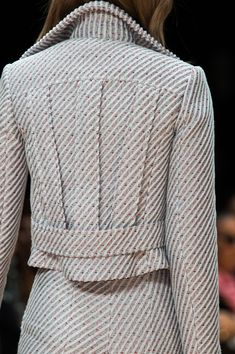 Carven at Paris Fashion Week Fall 2015 - Love that back styling….Carven at Paris Fall 2015 (Details) - Couture Mode, Couture Fashion, Runway Fashion, Womens Fashion, Paris Fashion, Fashion Details, Look Fashion, Fashion Design, Fashion Ideas