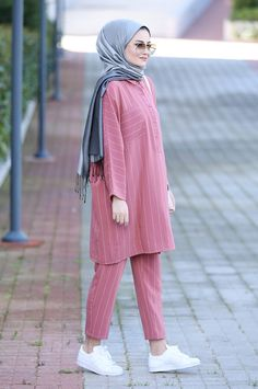 Modest Fashion Hijab, Modern Hijab Fashion, Pakistani Fashion Casual, Muslim Women Fashion, Hijab Fashion Inspiration, Retro Fashion, Fashion Outfits, Petite Fashion, French Fashion