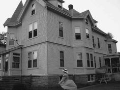 The Borden House My Ghost, Fall River, Moving Out, Abandoned Buildings, Big Houses, Macabre, Time Travel, Vintage Photos, Crime