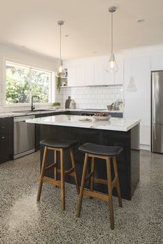 There is no question that designing a new kitchen layout for a large kitchen is much easier than for a small kitchen. A large kitchen provides a designer with adequate space to incorporate many convenient kitchen accessories such as wall ovens, raised. Kitchen Bar Design, Kitchen Layout, Home Decor Kitchen, Kitchen Styling, New Kitchen, Kitchen Decorations, Kitchen Ideas, Black Kitchens, Home Kitchens