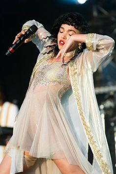 """we-re-birds-of-a-feather: """"FKA Twigs at Glastonbury festival """" The Wicked The Divine, Vogue, Cool Style, My Style, Poses, Pretty People, Robert Pattinson, High Fashion, Women's Fashion"""