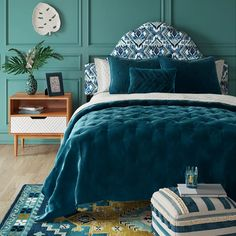 Good news for home decor enthusiast.If you are looking for 48 astonishing single bedroom design ideas for men you've come to the right place. Single Bedroom, Teal Walls, Room Themes, Interiores Design, Colorful Decor, Home Decor, Teal Comforter, Teal Bedding Sets, Teal Master Bedroom