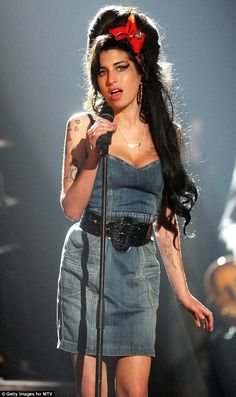 Amy Winehouse                                                                                                                                                     Más