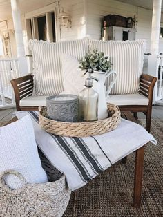 Ideas Farmhouse Patio Decor Woods For 2019 French Country Rug, French Country Decorating, Apartment Decoration, House With Porch, Patio Table, Diy Patio, Rustic Patio, Diy Porch, Porch Garden
