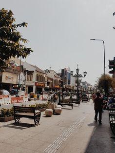 Malioboro Street, Yogyakarta So many places in the world for you to visit! Yogyakarta, Tumblr Photography, City Photography, Kerala, Permanent Vacation, Wallpaper Aesthetic, City Aesthetic, Travel Oklahoma, Locked Wallpaper