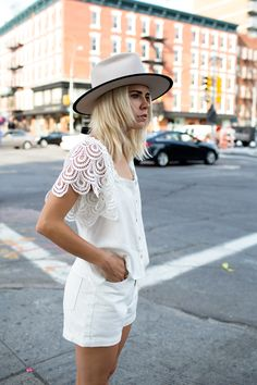 scalloped lace // all white