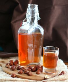 Homemade Hazelnut Liqueur - Sugar-Free ½ lb raw hazelnuts, coarsely chopped 1 cup vodka ½ cup brandy ½ cup water 3 tbsp Swerve Sweetener or granulated erythritol 3 tbsp xylitol ½ tsp hazelnut extract ½ tsp vanilla extract