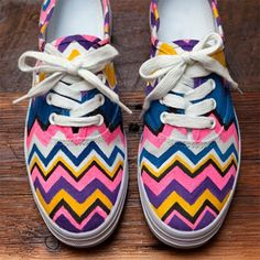 DIY: Missoni Chevron Shoes By: Mary Jane Greene Looking to save some money on casual shoes for your fall wardrobe? Instead of investing in some over priced graphic sneakers, make your own pair! Missoni, Chevron Shoes, Striped Shoes, Do It Yourself Inspiration, Painted Shoes, Painted Sneakers, Canvas Sneakers, Crafty Craft, Crafting