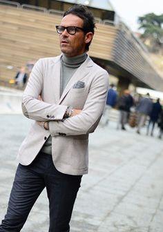 【休日ジャケパン】オフホワイトジャケット×グレータートルネック(メンズ) | Italy Web