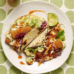 Battered Fish Tacos, Healthy Fish Tacos, Grilled Fish Tacos, Grilled Salmon, Chipotle, 400 Calorie Dinner, Sandwich Recipes, Tostada Recipes, Fries In The Oven