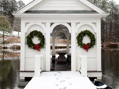 How to Create a Rustic Christmas Look >> www.diynetwork.co...